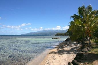 Plage de Maui, a white sand beach on Tahiti